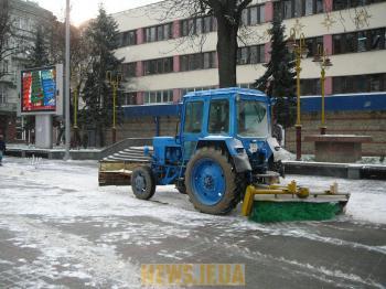 Погода сніг завдає першого удару