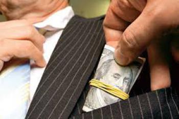 За вимагання хабара чоловік сплатить штраф та позбудеться свого майна
